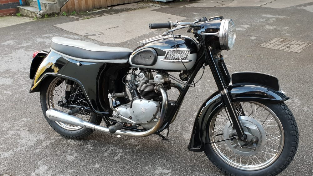 Triumph t100 restoration using our BLACK GROUND COAT, FINE SILVER METALLIC BASE COAT   & CLEAR